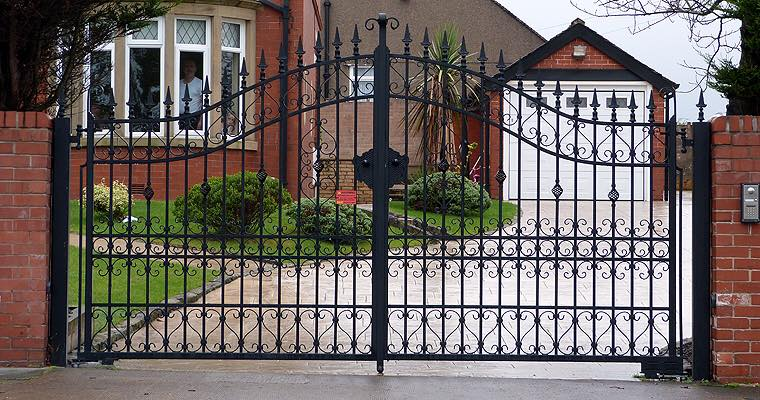 driveway gate in Woodland Hills
